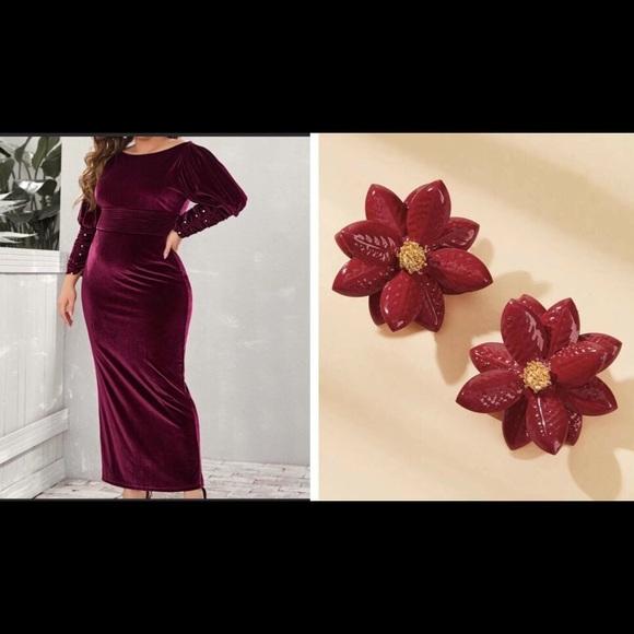 Dresses & Skirts - NEW😍 VELVET DRESS WITH SLIT❤️FREE GIFT INCLUDED